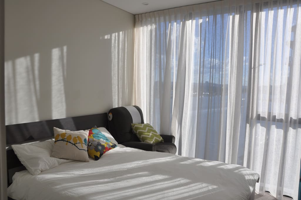 Light & blackout curtains are both available! You can enjoy the captivating view, you can lie in gentle sunlight, and you can have a sound sleep : )