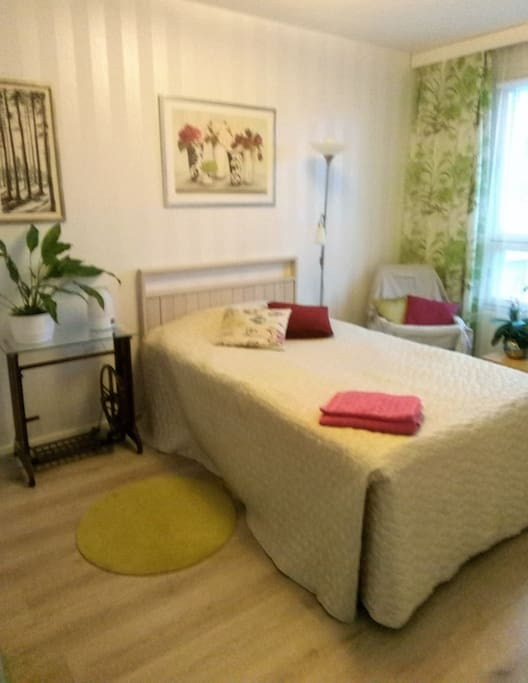 Bedroom with 120 cm bed