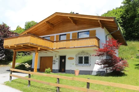 Modern chalet in Salzburgerland met uitzicht op het pittoreske Piesendorf