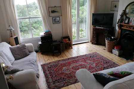 Lovely 2 bed house on the river in central Oxford