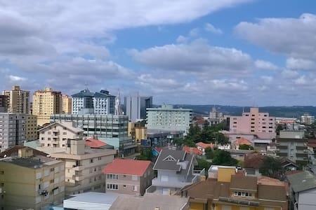 Apto próx à tudo com linda vista - Bento Gonçalves - Bento Gonçalves - アパート