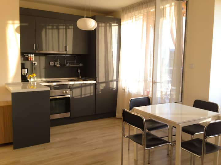 West park apartment, free parking, metro station