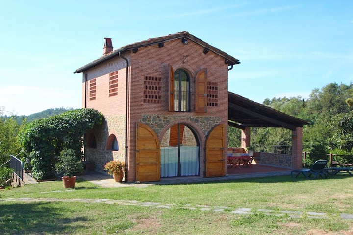 Melia - Romantic Holiday Home in Tuscany with Pool