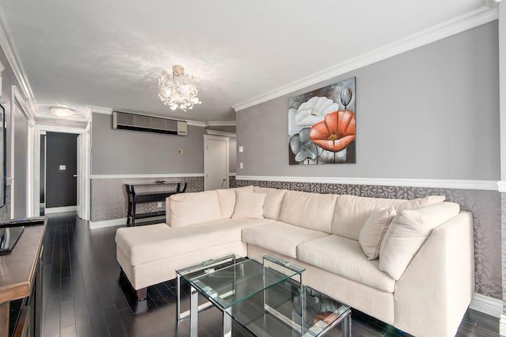 Luxury Modern Coal Harbour Apartment 3Beds + 2Bath