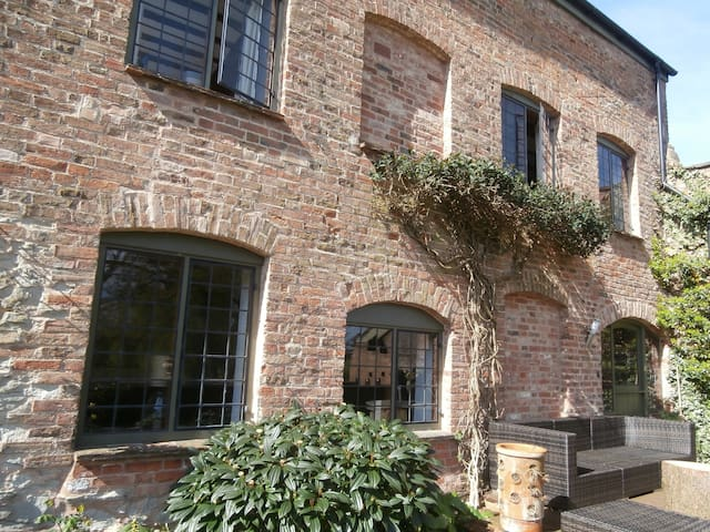 Guest wing of riverside mill 2 miles from Taunton - Bishop's Hull - Bed & Breakfast