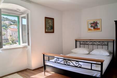 Apartment Deziderio - Stomorska - Flat