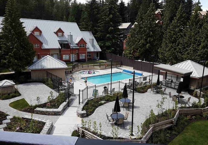 Family Friendly, Pool, Hot Tub and Location!!