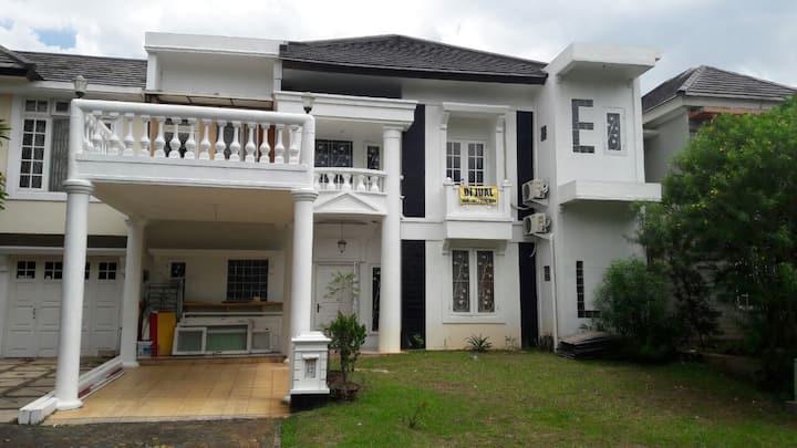 Guest Room Kota Wisata Cibubur