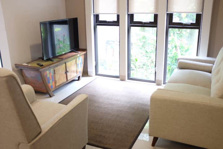 3BR 2FL Modern Townhouse w/ Private Pool