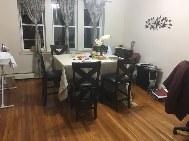 Nice Springfield, MA retreat.(Shared apartment) - Springfield - Leilighet