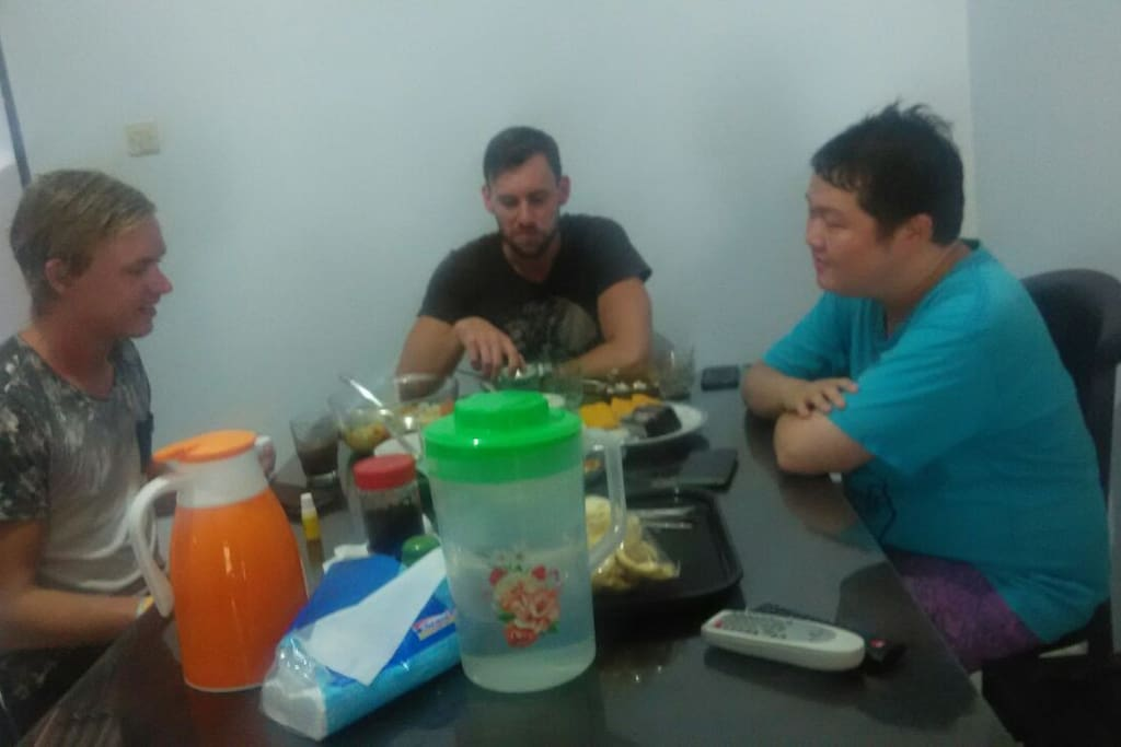 "Jorsh (Dutch), John (Australia) and Jack (Indonesia) we talk about the typical food what to eat on the first day in Yogya .. ""I want a chicken soup with fresh sauce ..."" **....(hungry)"
