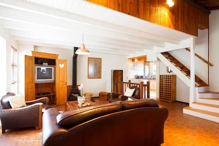 Bird's Nest, beautiful & spacious apartment