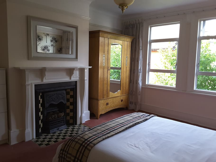 Large spacious and bright room, to stay with ease for a couple of days or much longer.