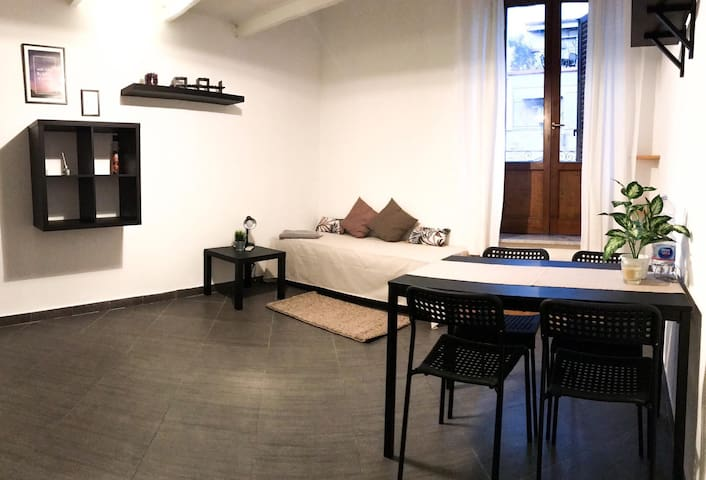 Central apartment, 100m to via Roma + free wifi