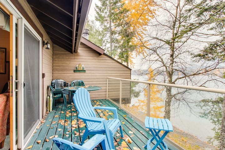 Lakeside Condo w/ Shared Pool/Hot Tub/Sauna & Beach Access - Dogs Welcome!