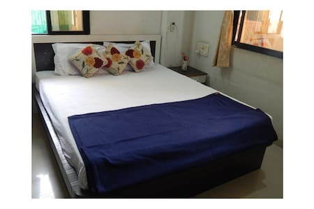 Vraj house ONLY FOR MARRIED COUPLE [AC ROOM]