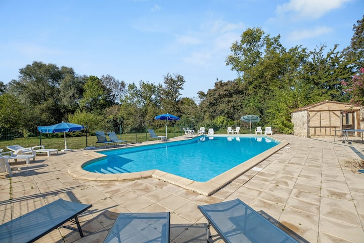 House with 6 bedrooms in Thenac , with private pool, furnished garden and WiFi
