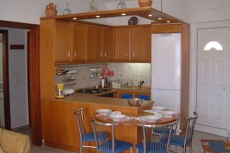 Kostis House - Agia Fotini - อพาร์ทเมนท์