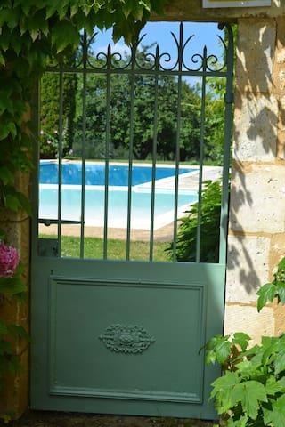 Authentique pigeonnier  Bergerac, piscine, jacuzzi