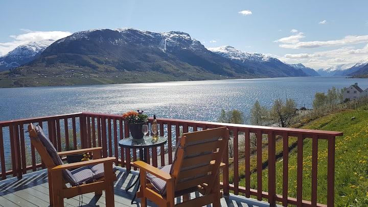 «Drengstovo» med ein nydelig utsikt i Hardanger