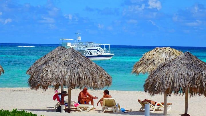 8 Guests  - Spacious Beach House, MAID+WIFI