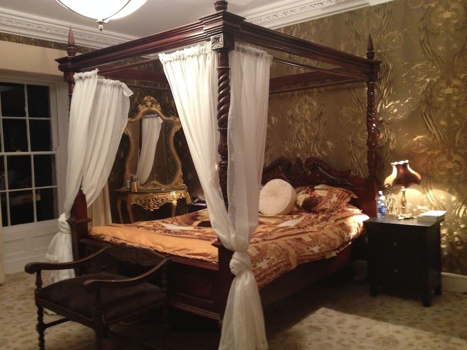 Versailles style Bedroom