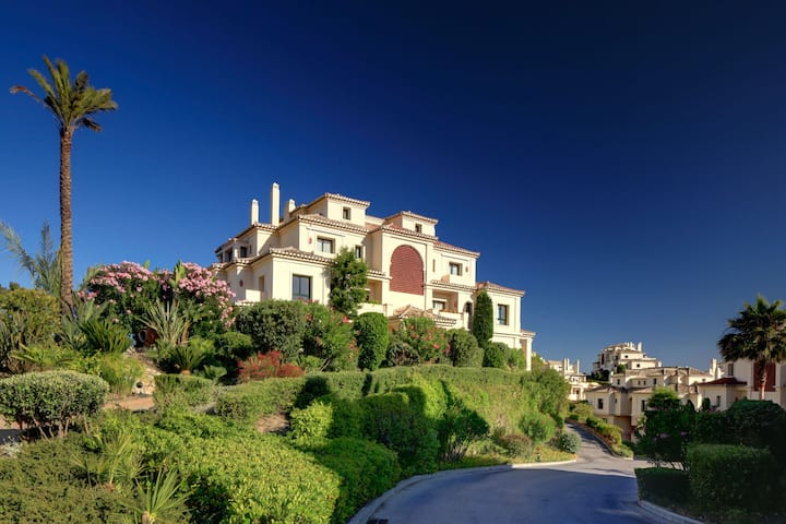 Unique Flat near Puerto Banus surrounded by Golf
