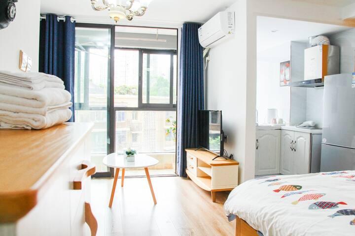 <先生安@12>地中海蓝色加阳光橙色精品公寓/杨公桥桥地铁口/近磁器口/三峡广场/精致一居,大床房