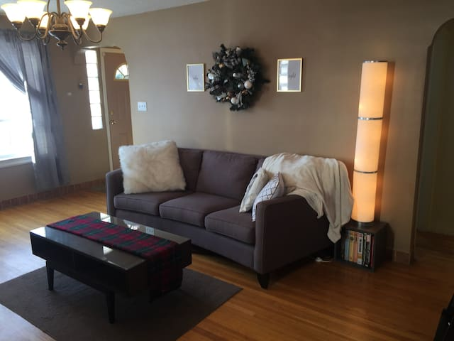 Downtown Home Walking Distance to All Amenities!