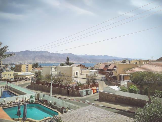 Comfy Garden Home + 2 Bedrooms + Balcony + View - Eilat - Casa