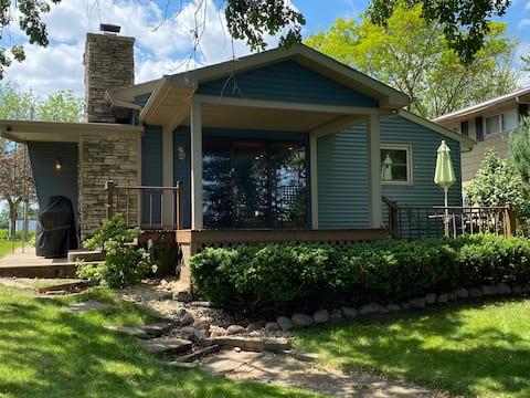 Blue Butte Lakefront Cottage