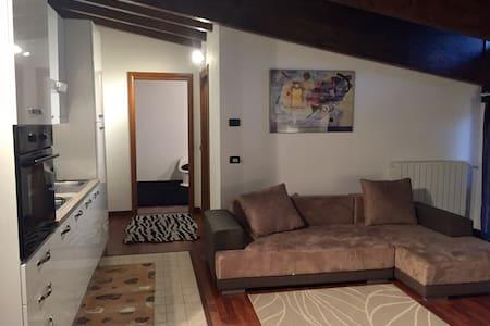 Appartamento mansardato - Lanzo D'intelvi - Daire