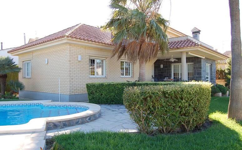 Impresionante Villa para tus vacaciones - Riumar - Villa