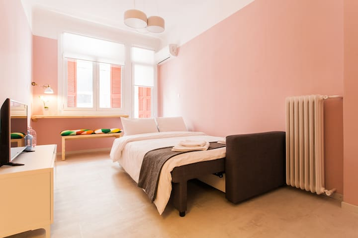 II. Happy chic apartment in the heart of the city