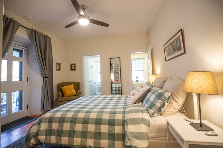 W. Mt. Airy Suite, Close to Train, Own Front Door