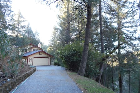 Mountainside Escape - Grass Valley