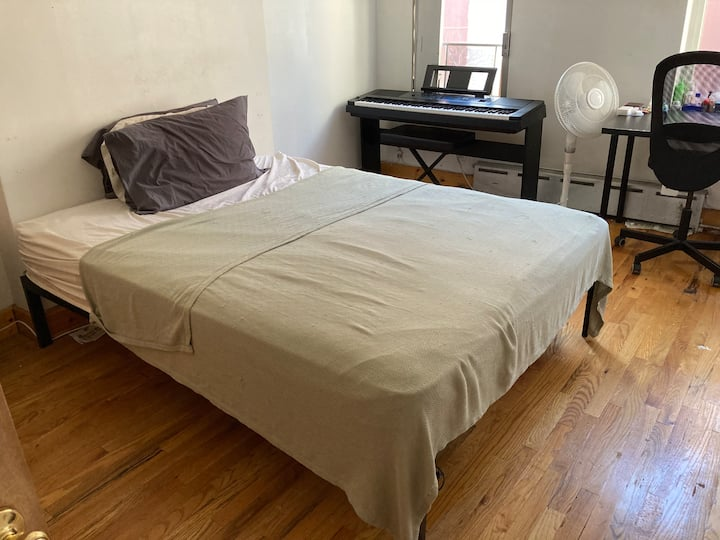 Large Room In Cool Neighborhood near Prospect Park