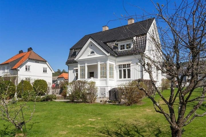 Central located large villa in Lillehammer
