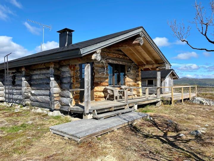 Tunturikelo - beautiful log cottage in the Fells