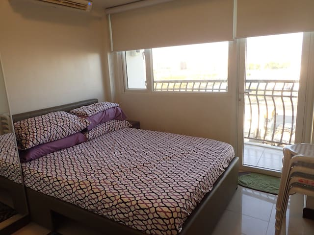1 Bedroom Apt Near Mall & Airport