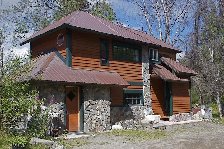 The Stone Hut / Denali Views