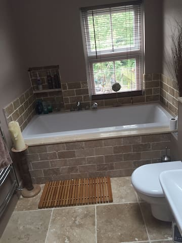 Spacious room in terraced house - Mountsorrel