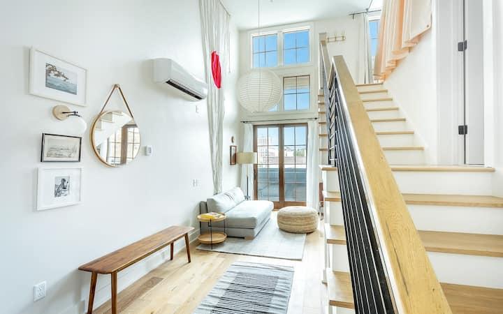 Flexible Refund Policies:Loft Style Apartment w/ River Skyline Views