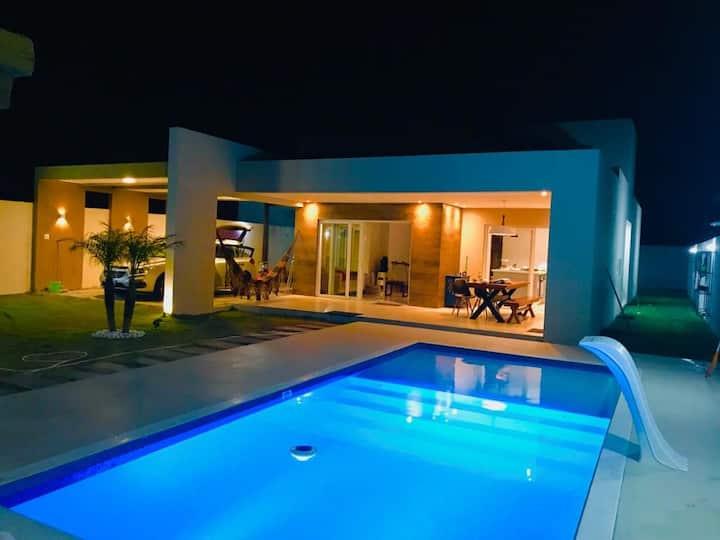 Casa Nova, Alto Padrão,  Na Praia e Rio  4 suítes.