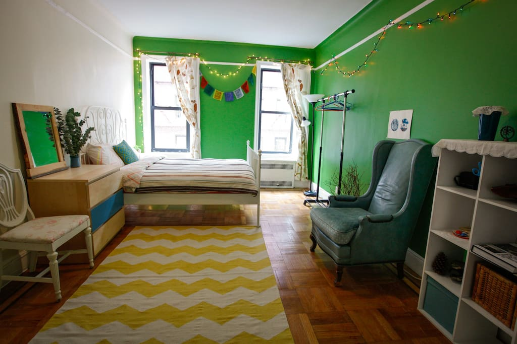 First room - really big, with a queen bed for 2 ppl