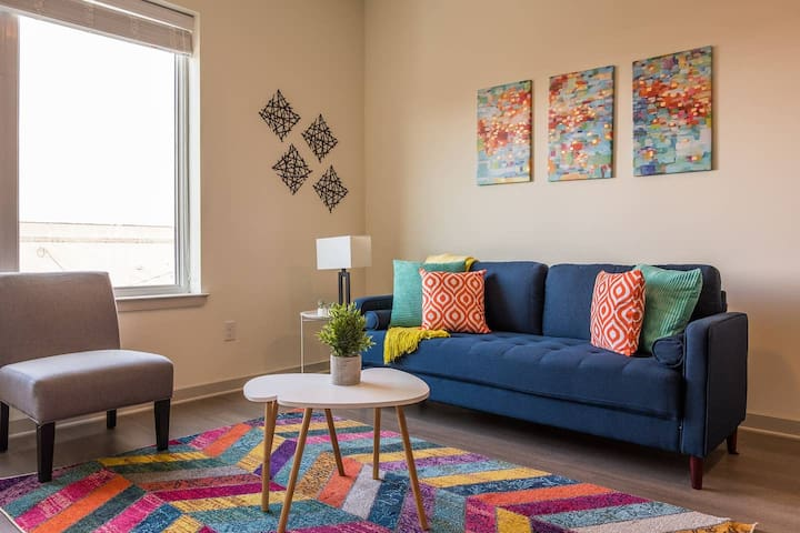 Vibrant 1BR Apt in the Heart of the City! Near All