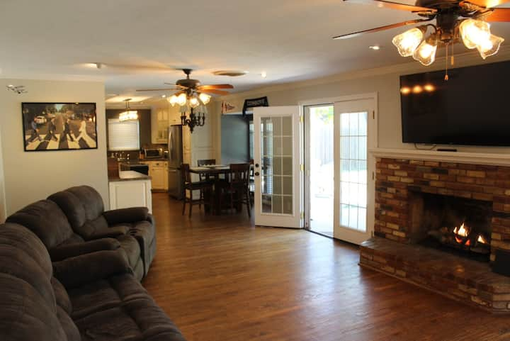 Fully remodeled 1960s home! Cozy, homey & pleasant