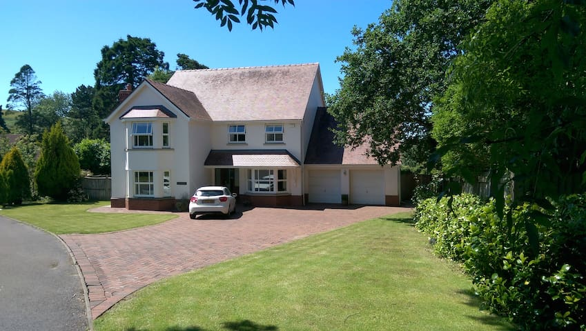 Spacious family home on edge of Gower