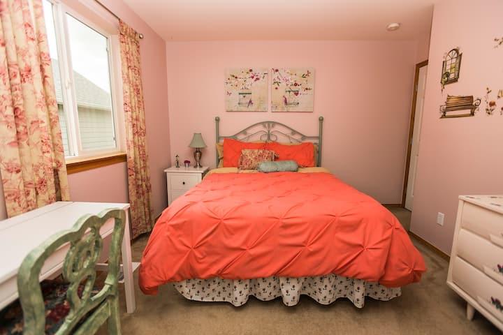 Cozy guest bedroom & nice bath