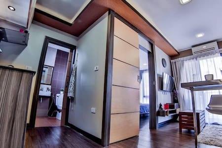 1 King bed+1 Sofa-bed+1 full bathroom+WiFi